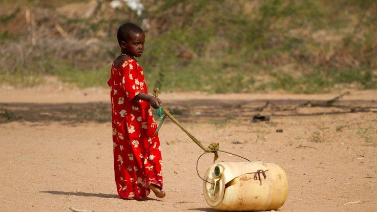 Världsbanken varnar för att det finns 100 miljoner fler fattiga år 2030 om man inte lyckas hejda den globala uppvärmningen.