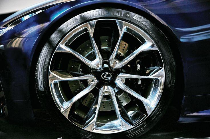 보다 낮게, 보다 다이내믹하게. 렉서스 신형 파워트레인을 대변하는 LF-LC는 스포티한 D세그먼트 쿠페에 적합한 성능과 100g/km 이하 탄소배출을 목표로 한다.   Lexus i-Magazine 다운로드 ▶ www.lexus.co.kr/magazine #Lexus #Magazine #LFLC #hybrid