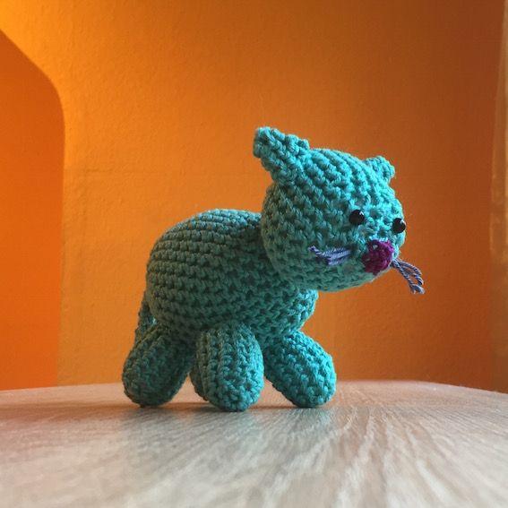 Crochet a cat: Download the pattern in english and german. Crocheting, gratis Anleitung auf Deutsch, häkeln, Amigurumi.