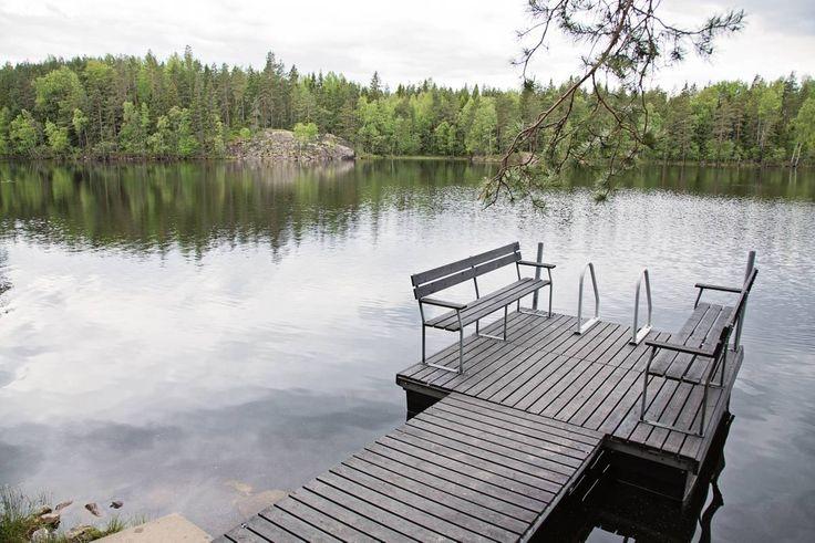 Laiturilla on ihana istuskella ja nauttia upeasta näkymästä.