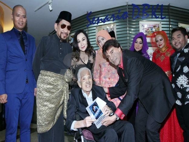 Konsert tribute hargai seniman terulung  HANYAkerana uzur pejuang lagu asli Tan Sri SM Salim terpaksa menolak undangan bagi menjayakan persembahan pentas.  Pernah meluahkan keinginan untuk kembali menyanyi namun di kala usia 88 tahun keadaannya tidak mampu bergerak cergas dan berkerusi roda memusnahkan harapannya itu.  Situasi itu sekali gus mengecewakan anak kelahiran Kampung Baru Kuala Lumpur ini termasuklah peminat setia penyanyi sejati itu.  Pun begitu peminat SM Salim yang merindui…