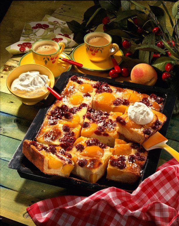 Unser beliebtes Rezept für Kirsch-Pfirsich-Kuchen mit Schmandguß und mehr als 55.000 weitere kostenlose Rezepte auf LECKER.de.