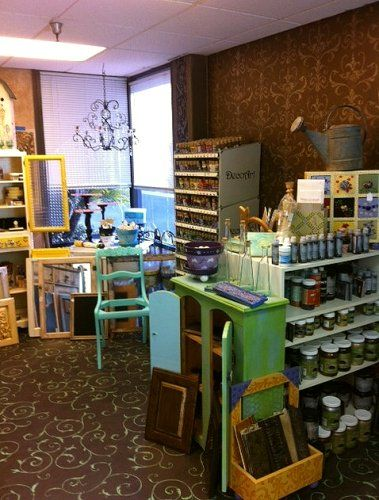 Artistic Painting Studio offers DIY classes, specializes in furniture and cabinet finishes, and carries a variety of paints and brushes! Another friend from the General Finishes Expo!