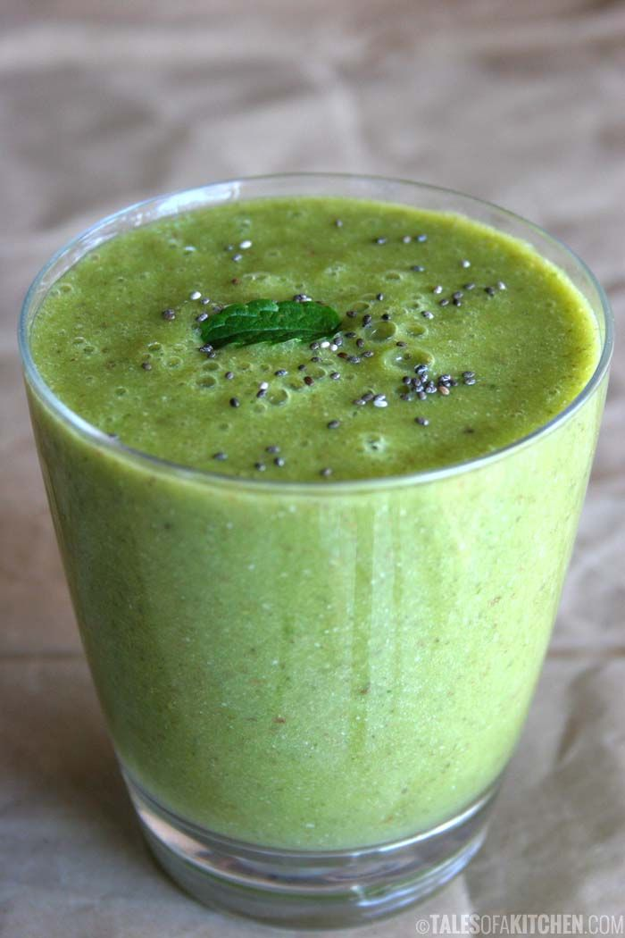 Energizing and antioxidant mint Matcha fruit smoothie