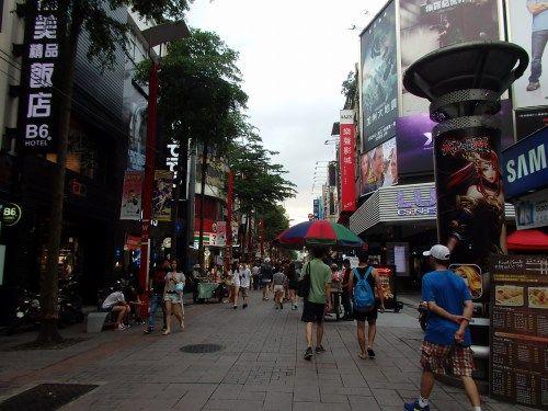 日本統治時代に整備された西門町、古い映画館を訪ねて街を歩く/台湾