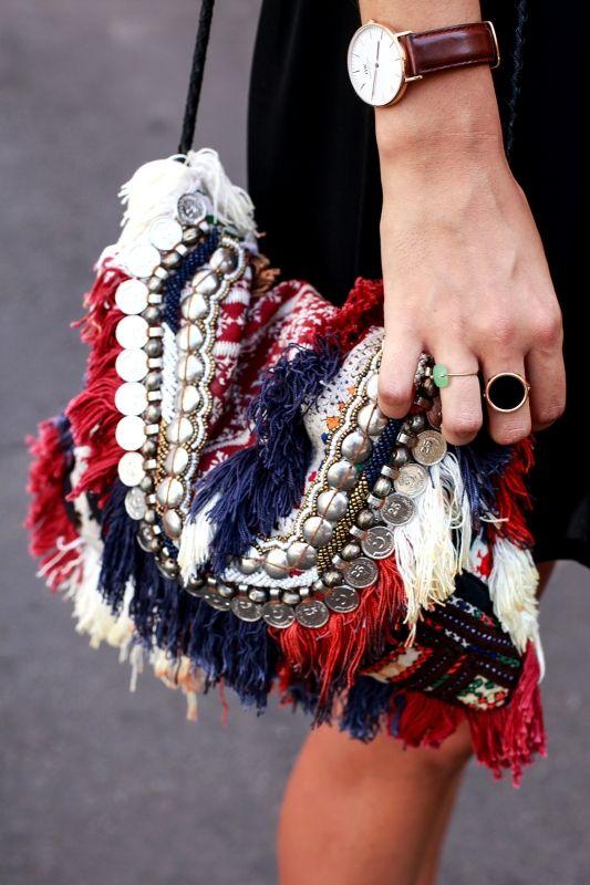 初秋のパリでスナップ。シフトおしゃれは黒モードor柄モードのニ極化! | FASHION | ファッション | VOGUE GIRL