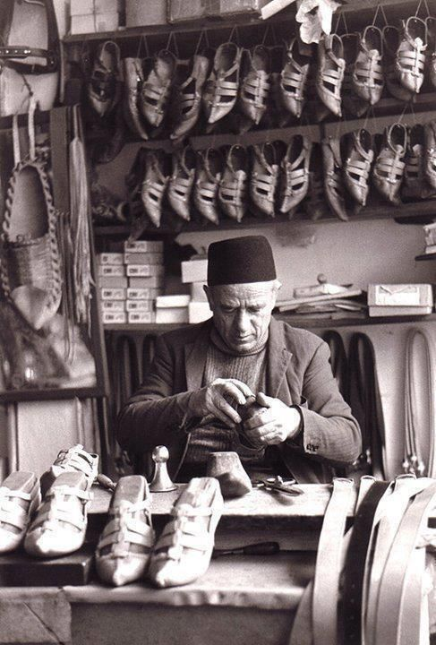 Bosnian man making opanke (traditional Balkan shoes) in Bosna-Hercegovina ... Book your trip to this country via www.nemoholiday.com or simply visit holiday.superpobyt.com