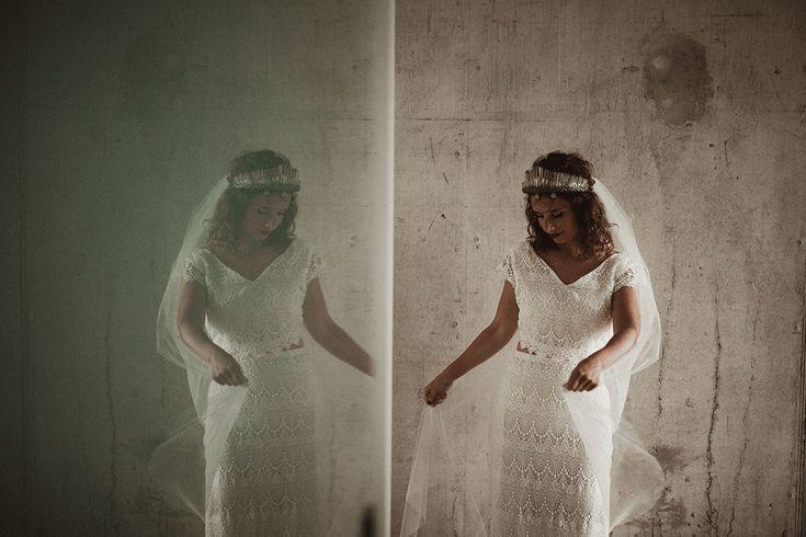 Wat dacht je van deze tweedelige bruidsjurk? Gaaf!  Fotograaf: Martijn Roos  Jurk: Daughters of Simone