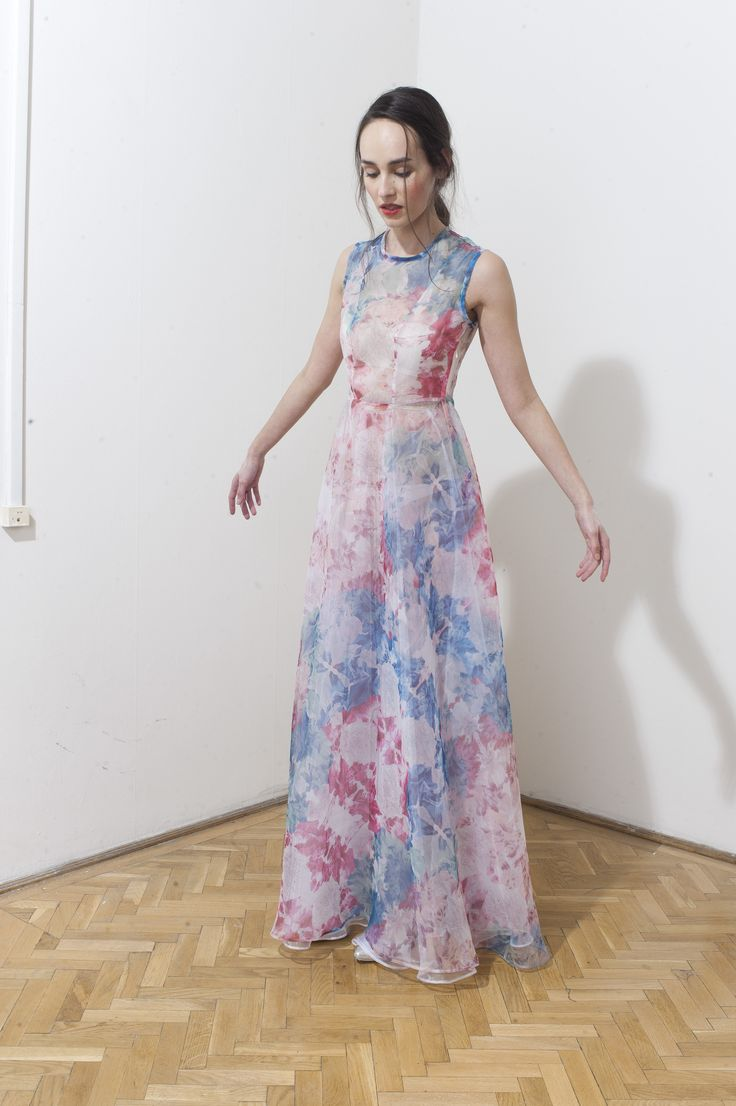 Maxi dress with a romantic floral print by DAIGE Buy at: shop.inspirare.com
