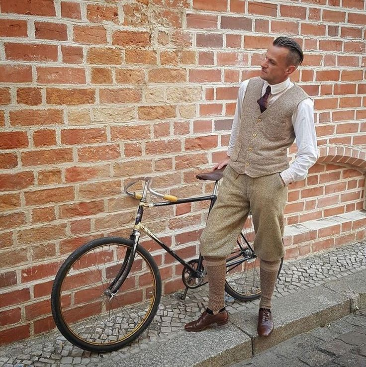 This week ..my autumn sport clothing.20s knickers,30s knicker socks,30s shoes,20s shirt and collar,30s tie.#1930s #1920s #cycling #vintagecycling #vintagebicycle #vintagefashion #vintageclothing #vintagemenswear #dandy #dapper #truevintageootd #mensstyle #gentswear #vintagestyle #truevintage #menswear #vintagesocks #vintageshoes #knickers #knickerbockers #tie #autumn #autumnstyle
