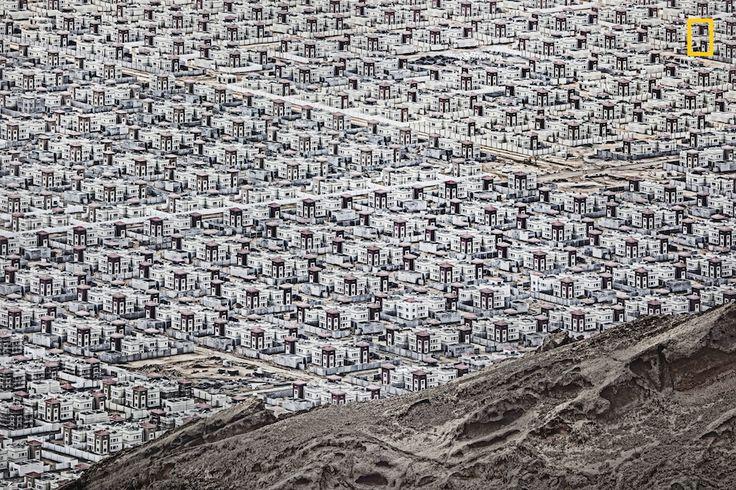 """Città, Menzione speciale  Al Ain """"Nuova città nel deserto"""" (Andrzej Bochenski - National Geographic Travel Photographer of the Year)"""