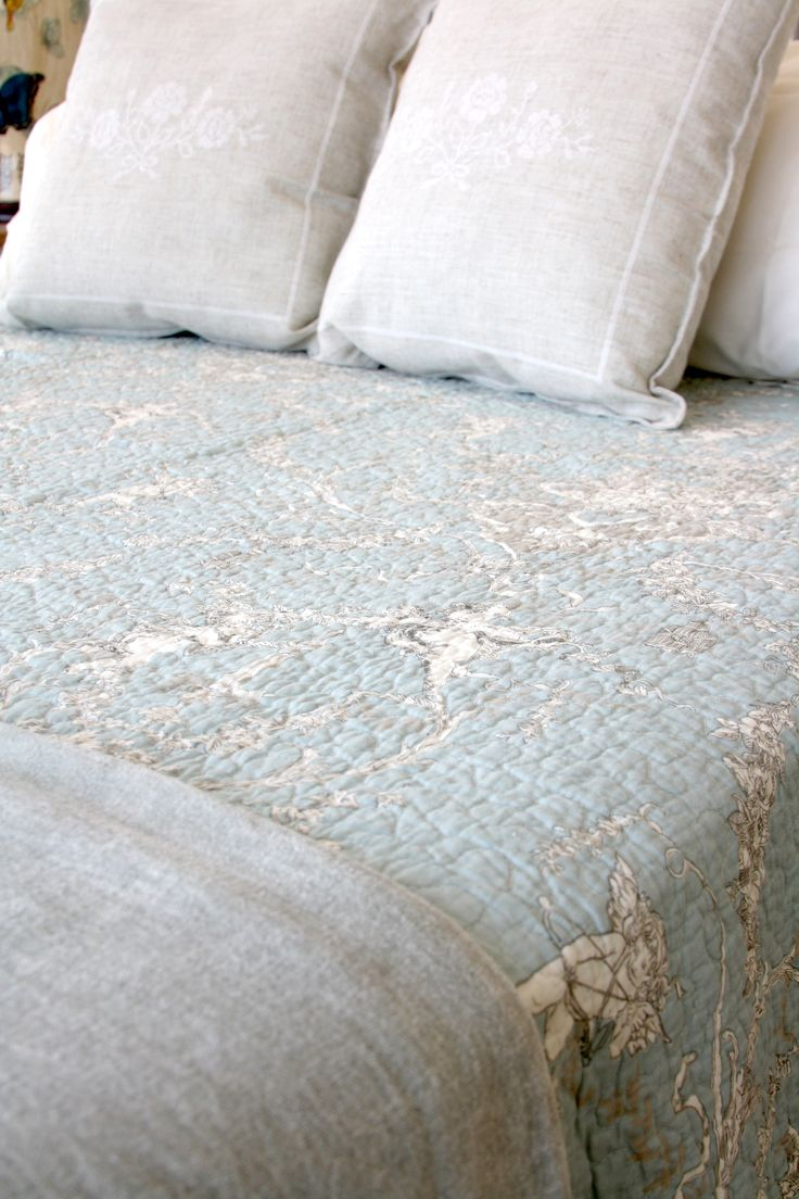 Duck-Egg-Blue-Toile-quilt