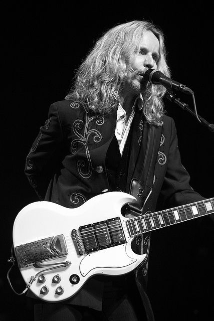 Tommy Shaw of STYX - black and white photography by Coy Townson