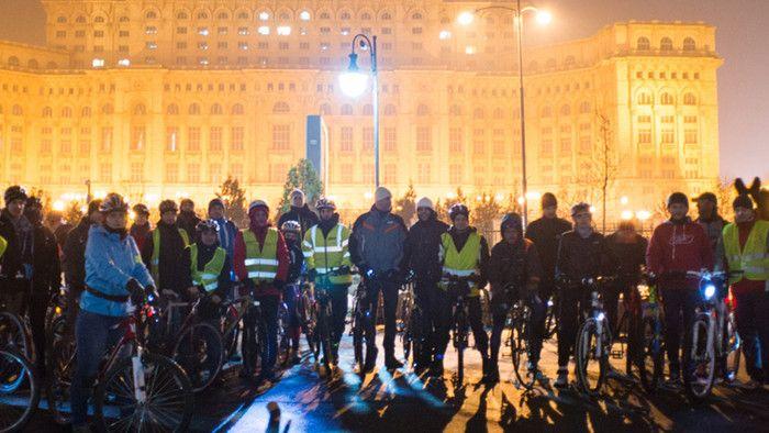 Bicicliștii le-au arătat celor de la DCnews cum s-o lase mai moale cu petițiile idioate