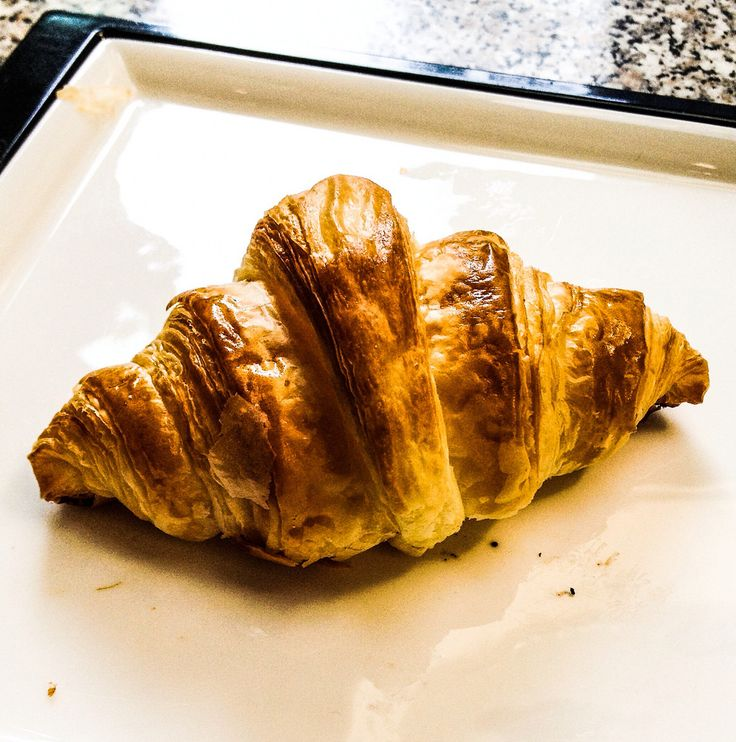 Croissant - http://garapadish.com/qfti #croissant #JoelRobuchon #japan #japanesefood #pain #Food #foodie #foodpic #tokyo pic.twitter.com/DM0sRQiVL2