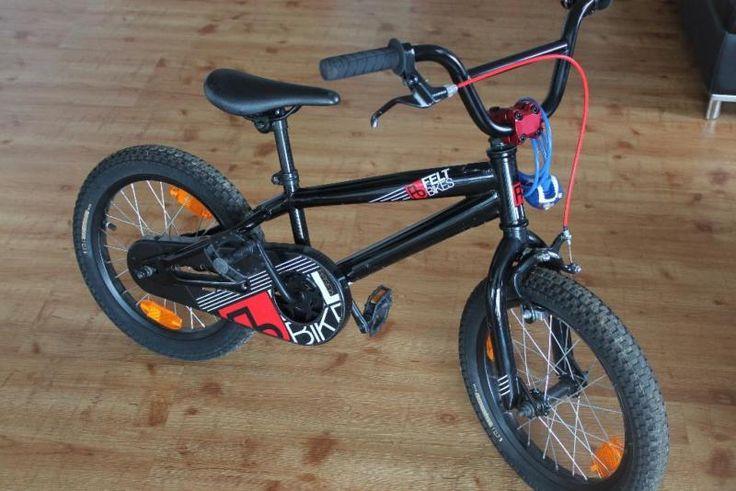Verkaufen dieses neuwertige BMX Kinderfahrrad der Marke Felt..Das Fahrrad wurde letztes Jahr im November im Fachgeschäft gekauft daher absolut neuwertig. Besichtigung jederzeit möglich..Neupreis: 345 Euro Privatverkauf, keine Garantie, Gewährleistung, Umtausch oder Rücknahme.