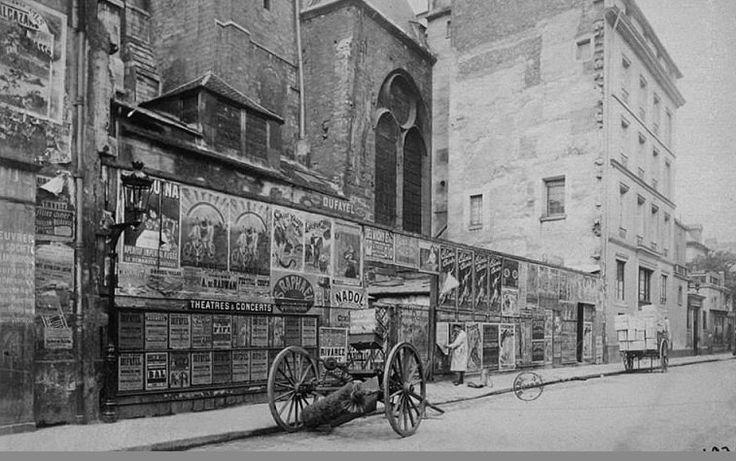 La rue de l'Abbaye et l'église Saint-Germain-des-Prés, en 1898. Une photo d'Eugène Atget  (Paris 6ème)
