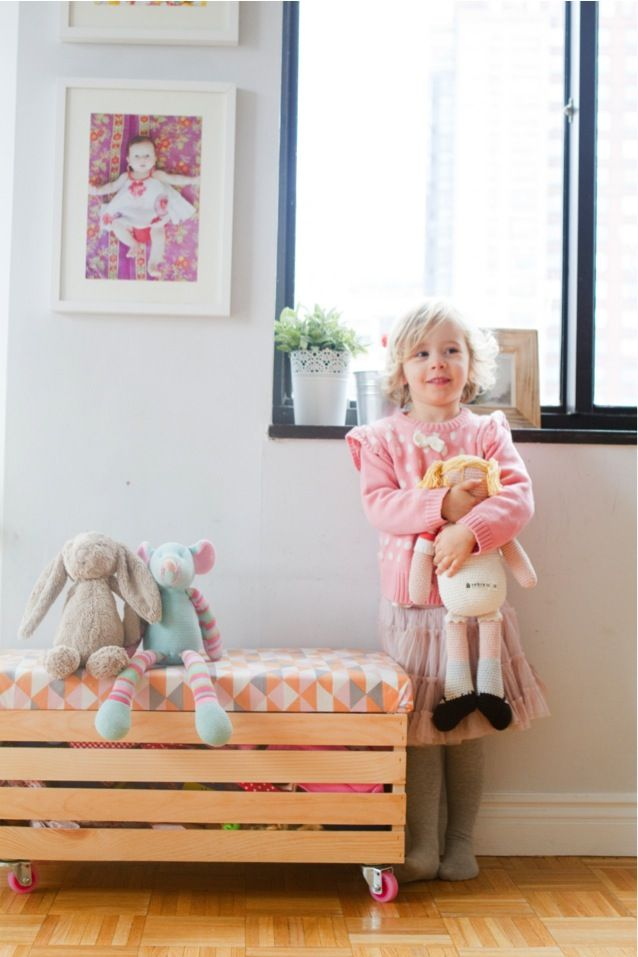 {Rock it yourself} DIY toy box with casters : This Little street