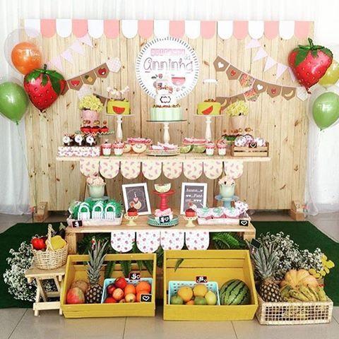 Festa Quitandinha muito fofa por @up_designdefestas #kikidsparty #kikidsfeirinha #fruitsparty #festafeira #festaquitandinha