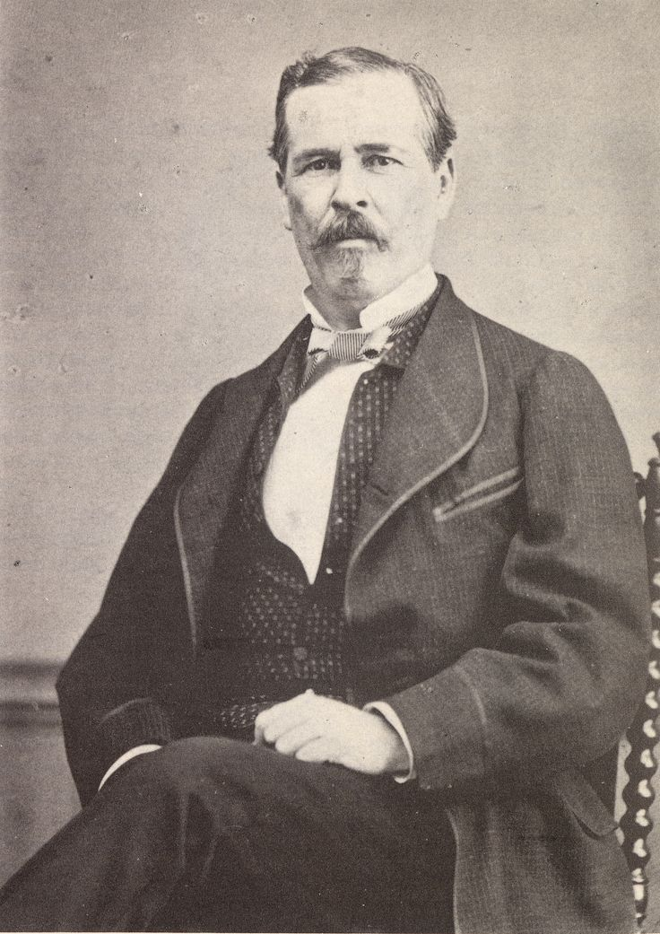 El 31 de marzo de 1813 nació Félix María Zuloaga Trillo en la ciudad de #álamos. Organizó un golpe de estado y llegó a la presidencia en 1858. Enfrentó a varios líderes que lo desconocieron, entre ellos Benito Juárez. Se vio obligado a renunciar y escapó del país. Vivió en Cuba y regresó hasta que murió Benito Juárez. Vivió alejado de la política y se dedicó al comercio del tabaco. Murió en la capital en 1898.