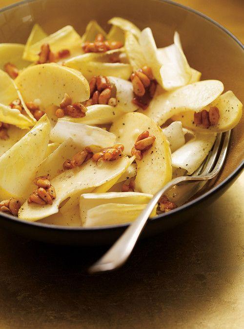 Salade d'endives, de pomme et de noix de pin caramélisées au miel- Succulente entrée avant un gros repas :-)))