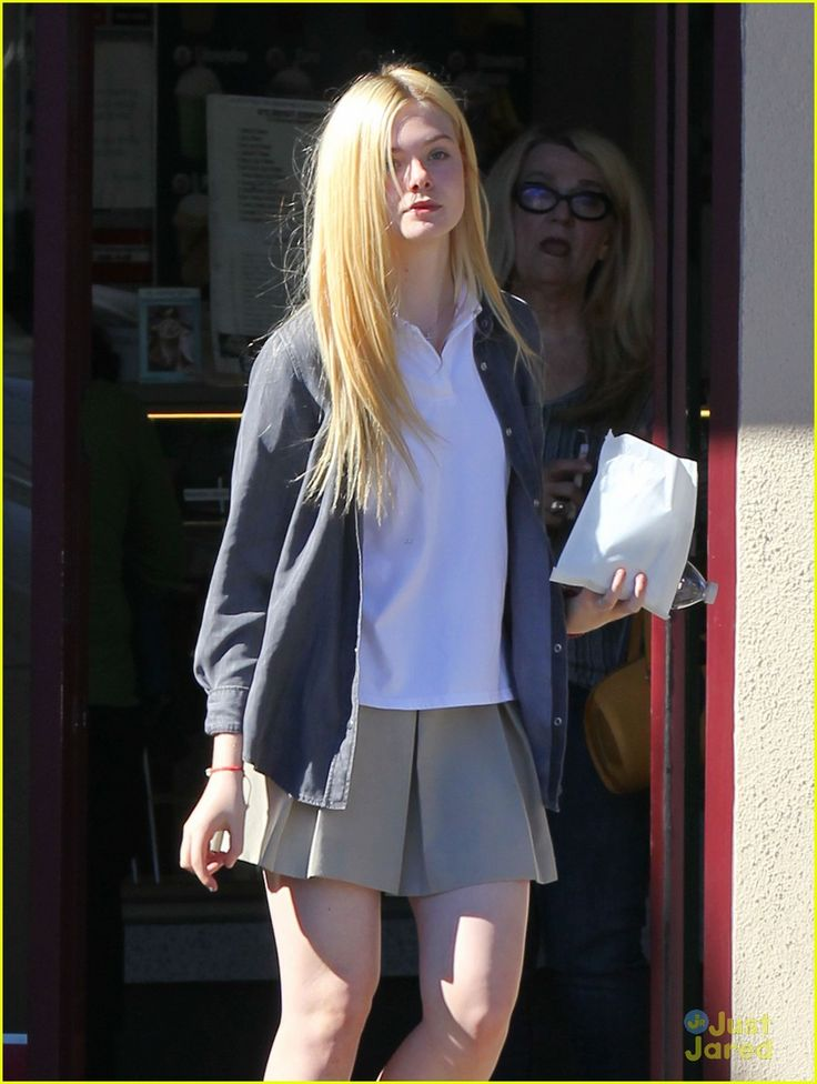 elle fanning sugar rush 01, Elle Fanning picks up a yummy, sugary treat on Tuesday afternoon (November 13) in North Hollywood, Calif.    The 14-year-old actress stopped by K's Donut Emporium…