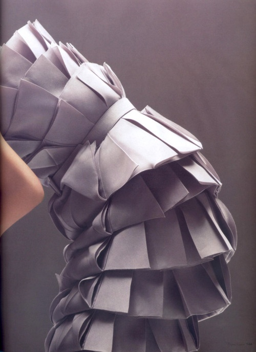 Large scale structural pleating - dress with 3D tiered pleats - fabric manipulation for fashion; couture sewing // Christian Dior