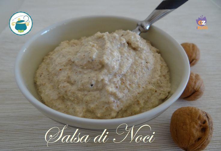 La salsa di noci che bontà. Si presta per condire pasta, gnocchi o dei gustosi crostini. Questa ricetta è senza aglio e senza panna.