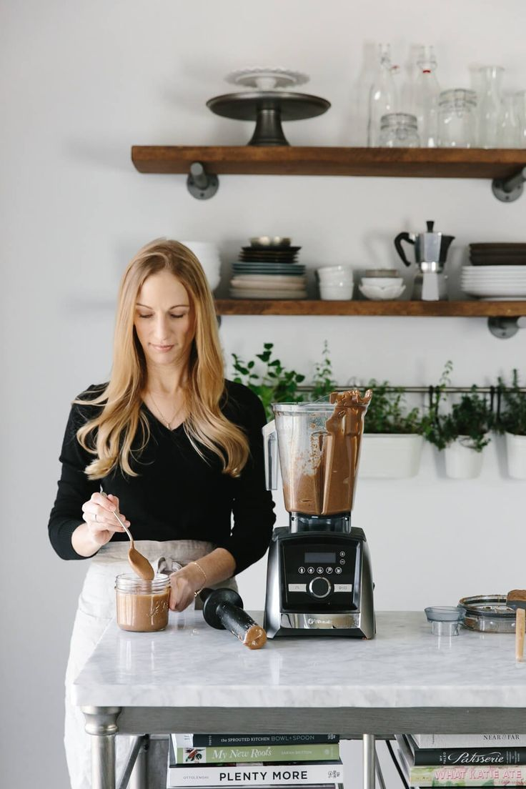 Make homemade almond butter in one minute with your Vitamix. Recipe via @downshiftology