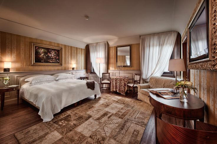 Enjoy the autumn palette colors in our Grand Deluxe room.  #verona #visitverona #luxuryvacation #palazzovictoria