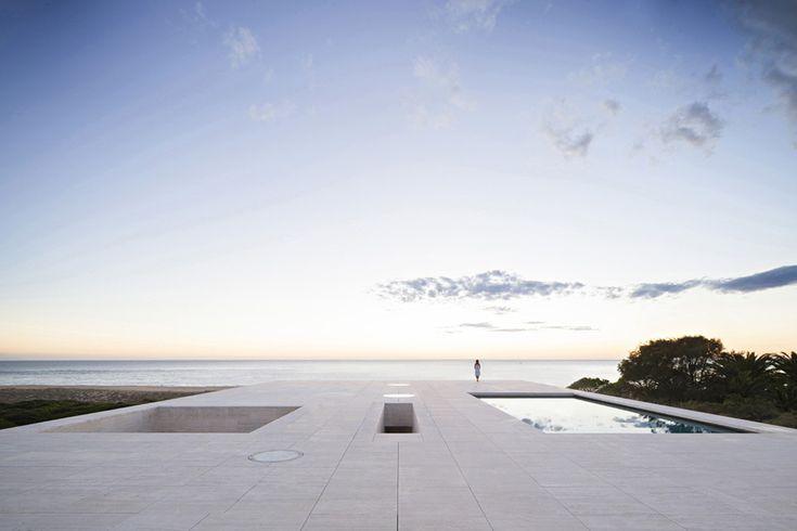 """A Cádiz Alberto Campo Baeza ha costruito un """"piano infinito"""" di fronte…"""