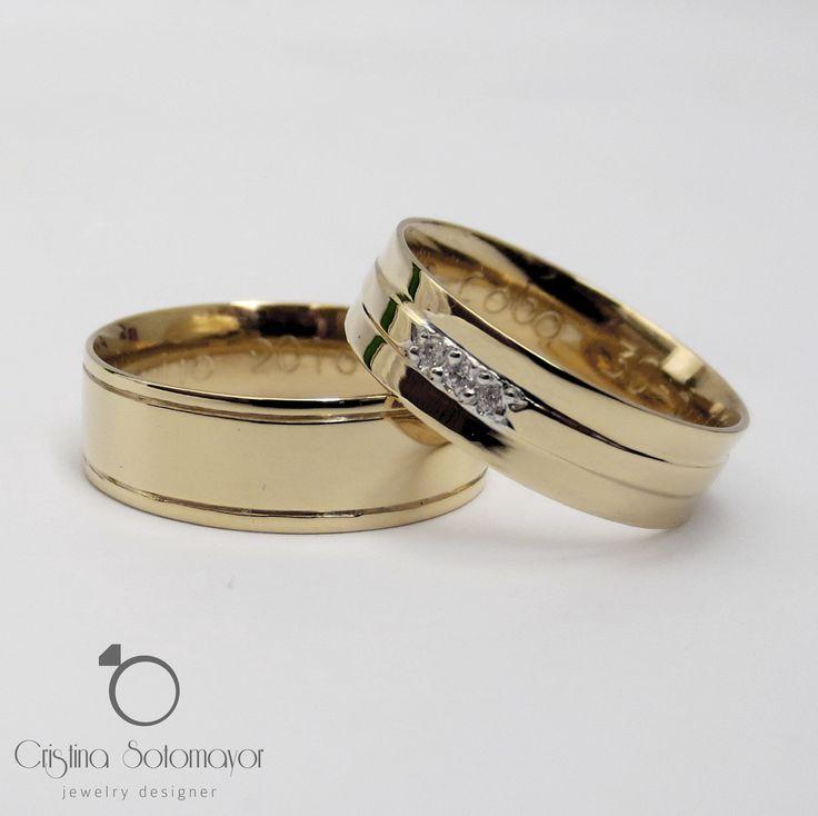 Aros de matrimonio elaborados a mano en oro amarillo de 18k con diamantes. 18k yellow gold handmade wedding rings with diamonds!
