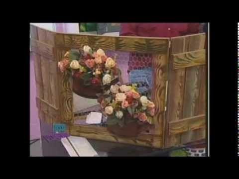 A Diná Rocha ensina passo a passo como se faz uma excelente pintuta decorativa! As tecnicas usadas são: Potiche Chinês, Pimenta, Passarinho, Cadeira, Galeri