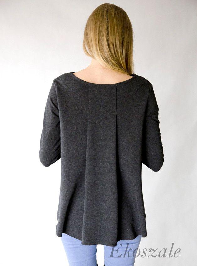 Lässiges Oberteil: #Bluse aus Strickstoff. Das #Sweatshirt hat eine dekorative Falte am Rücken / casual #outfit: grey #blouse with pleated detail on the back made by Ekoszale via DaWanda.com