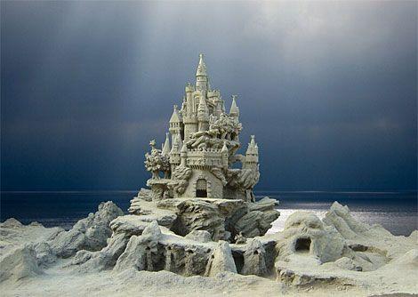 Poseidon's sand castle made by Zeus. (mymodernmet.com)