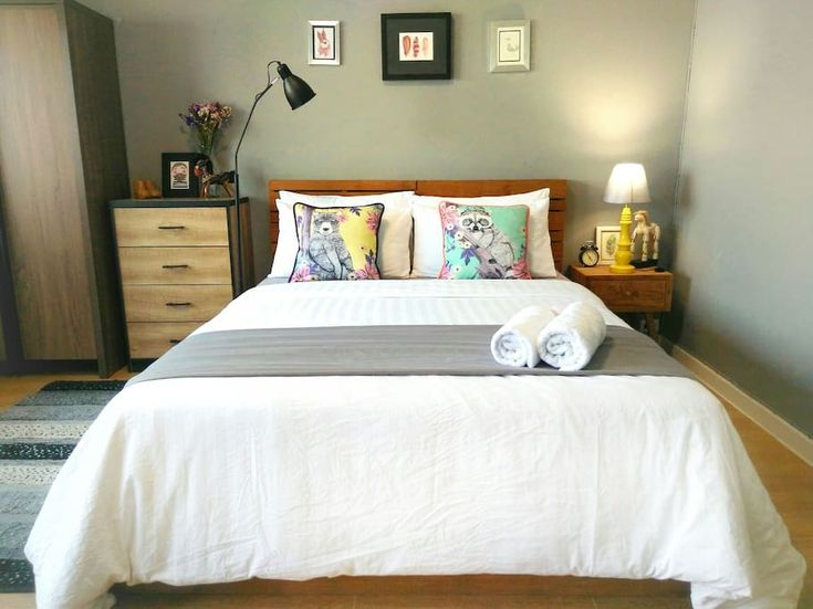 in Chiang Mai, TH. A cozy and nicely decorated, the room is in a good location in the city of Chiang Mai; close to university, Nimman street, Maya shopping mall, and not far from Doi Suthep. There are 7/11, local cafe and restaurants, and a yoga studio within a walk...