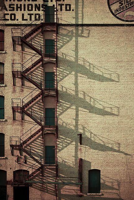 Schody przeciwpożarowe. Klimatyczne rytmy elewacji. #fasade #architecture #stairs