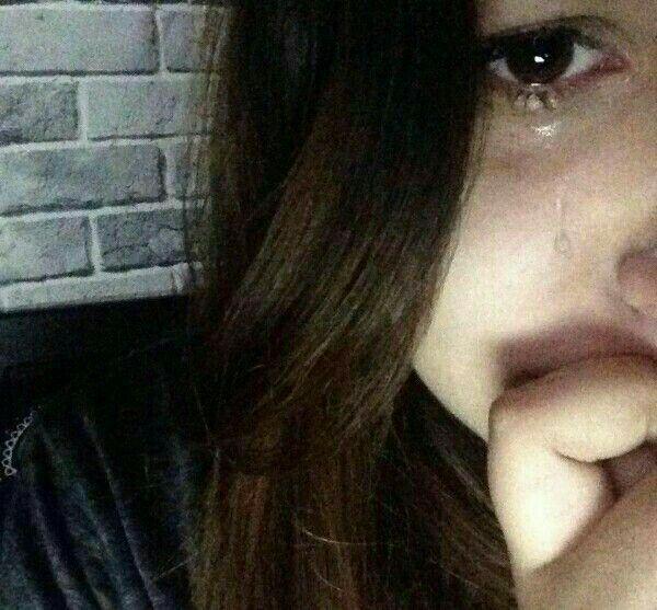 Картинки плачущих девушек на аву без лица