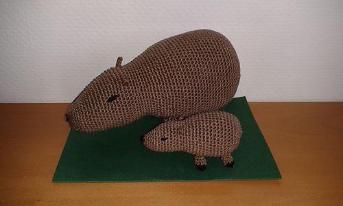 Capybara pattern - possible to modify into a cavy / guinea pig? 2$.  Capybaran virkkauskaava; ihana!