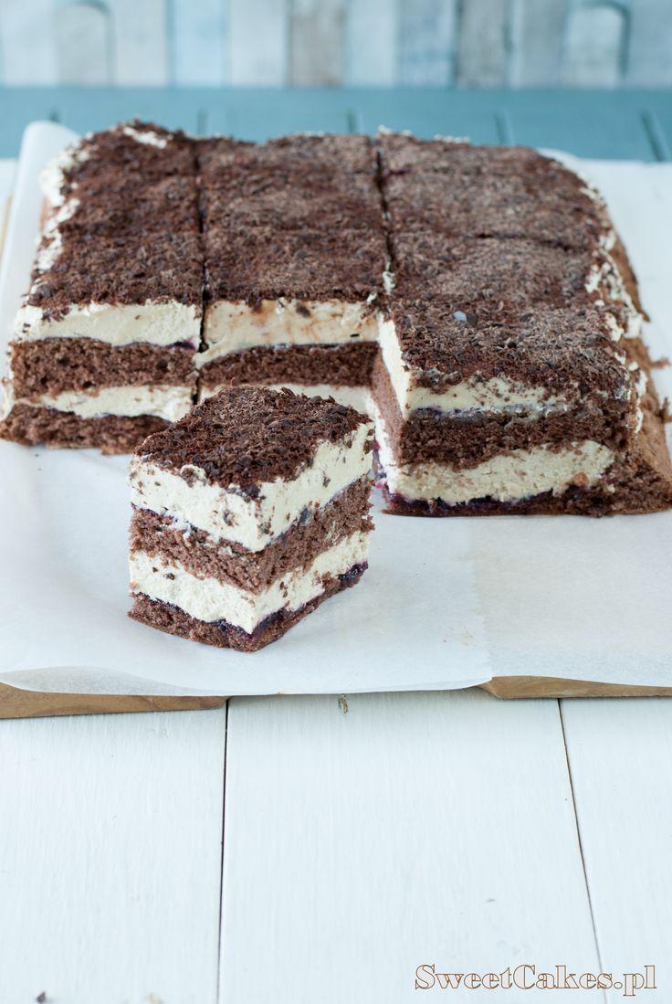 Chałwowiec CHOCOLATE CAKE WITH HALVA FILLING