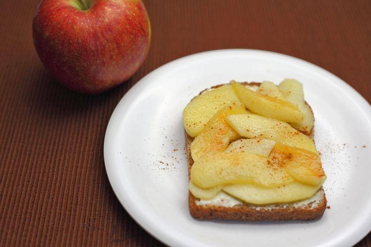 Boterham gebakken appel met kaneel