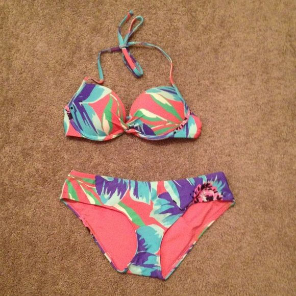 aerie Push Up Bikini Top Emma (extreme) push up bikini top.  Some of the padding is removable.  3-setting closure in back and ties at neck.  Bottom sold separately. aerie Swim Bikinis