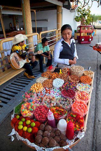 Mexican candy, Mazatlan, Sinaloa, Mexico. Busca informacion en el Internet de como son los dulces en Mexico y como los hacen. Despumes haz un diagrama de Ven Comparando y contrastando los dulces que se hacen en EEUU con los dulces que se hacen en  México. M. Melara