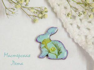 Kunstharzbrosche ... Процесс создания броши из эпоксидной смолы и сухоцветов |  Ярмарка Мастеров - ручная работа, handmade