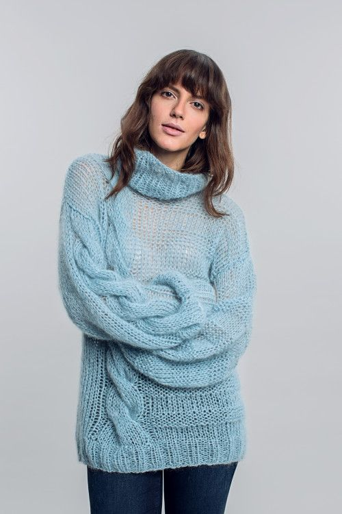 Oversized sky blue asymmetrical mohair turtleneck sweater w/ big cables FREE knitting pattern in German (2/2) (hva)
