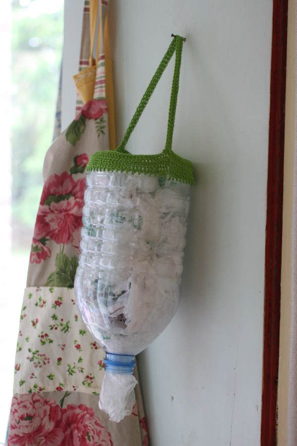 rangement pour les sacs plastiques astuces pratiques. Black Bedroom Furniture Sets. Home Design Ideas