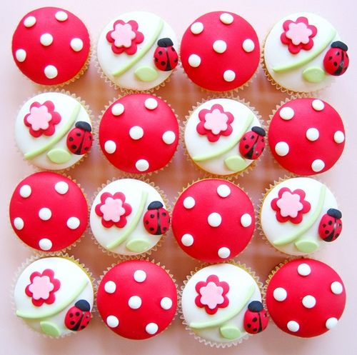 Ladybug cupcakes...I'm a little obsessed with them right now :)