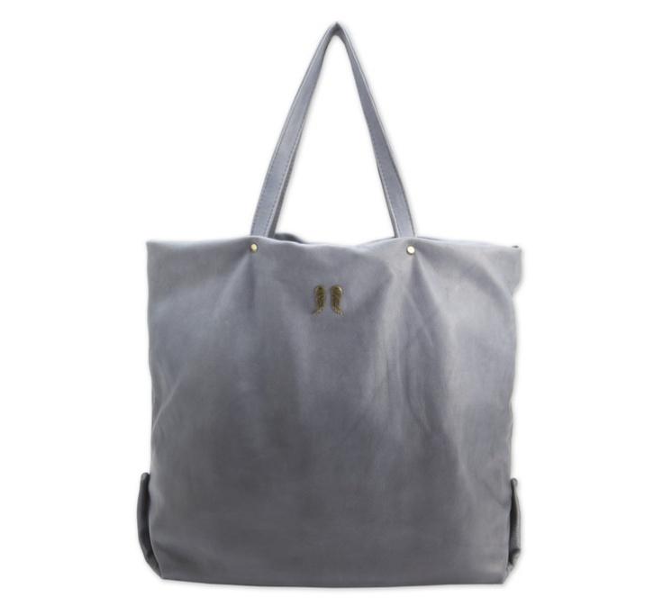 BERENICE - Le sac à mains de ces dames est leur seule et unique religion