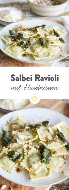 Ravioli kochen, Butter schmelzen und mit Salbei und Parmesan verfeinern | www.lavita.de