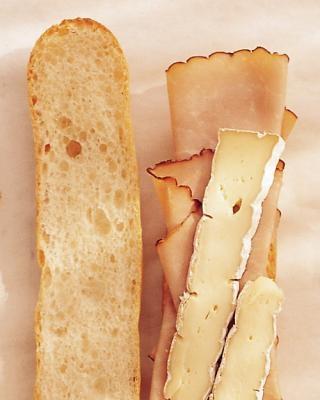 Сэндвич с ветчиной и сыром бри